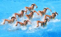 チーム・フリールーティン、銅メダルを獲得した日本の演技=リオデジャネイロのマリア・レンク水泳センターで2016年8月19日、梅村直承撮影