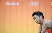 男子マラソンで、16位でフィニッシュし、スタンドの方を見る佐々木悟=リオデジャネイロの五輪スタジアムで2016年8月21日、三浦博之撮影