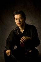 ゲスト出演するバイオリニストの西江辰郎さん=桑原さん提供