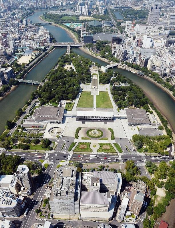 平和記念公園がある広島市中区周辺=2016年7月19日撮影