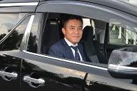 特注した「バリアフリー」ハイヤーで9月に起業した鶴田淳治さん。「日本に来てくれたお客さまの心に寄り添ったおもてなしをしたいですね」。社名は自身の名前と「JAPAN」を掛け合わせたという=東京都千代田区一ツ橋の毎日新聞東京本社で2016年9月2日午後3時13分、錦織祐一撮影