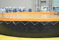 玄海原発で始まった原子力規制委の現地調査=佐賀県玄海町の玄海原発で2016年9月2日、関東晋慈撮影