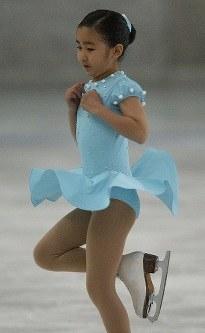 2004スプリングトロフィーフィギアスケート競技大会初級女子小学3年生の部に出場された秋篠宮佳子さま=東京都新宿区の明治神宮アイススケート場で2004年4月4日、岩下幸一郎撮影
