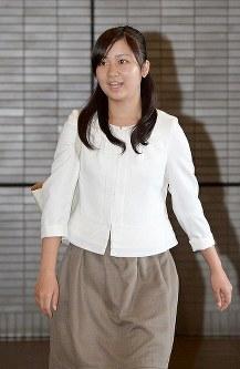 米国から帰国した秋篠宮ご夫妻の次女・佳子さま=成田空港で2013年9月4日午後(代表撮影)