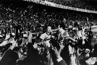 乱セで赤ヘル旋風の古葉広島、球団創立26年目で初V=東京・後楽園球場で1975年撮影