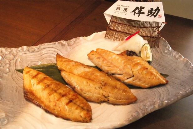「GINZA HIMONO Set」(2980円)は魚の骨を取り除いた干物の3種盛りで、外国の人に特におすすめだ