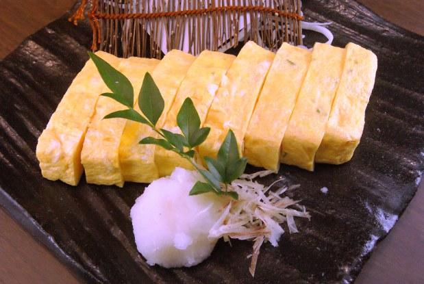 「秋田 比内地鶏卵の出汁巻き」(850円)など、干物以外の脇を固めるつまみも充実
