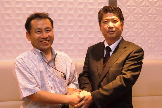 高級ブランド干物を製造する「伴助」社長の小野喜尚さん(左)と、1階物販の販売管理・2階飲食店運営の「若竹」社長、田口優英さん(右)