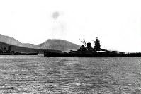 トラック島泊地の戦艦大和と武蔵=1943年撮影
