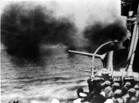 中国戦線で巡洋艦、長良からの艦砲射撃=1938年10月撮影
