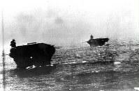 荒天の海を真珠湾に急ぐ南雲艦隊の空母=1941年12月撮影