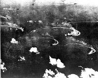 マリアナ沖海戦・日本艦隊を攻撃の米艦載機=1944年6月19日