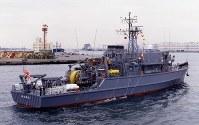 掃海艦301「やえやま」。同型艦は302「つしま」、303「はちじょう」=海上自衛隊提供