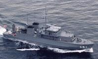 掃海艇681「すがしま」。同型艦は682「のとじま」、683「つのしま」、684「なおしま」、685「とよしま」、686「うくしま」、687「いずしま」、688「あいしま」、689「あおしま」、690「みやじま」、691「ししじま」、692「くろしま」=海上自衛隊提供