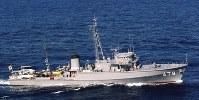 掃海艇678「とびしま」。同型艦は674「つきしま」、675「まえじま」、676「くめじま」、677「まきしま」、679「ゆげしま」、680「ながしま」=海上自衛隊提供