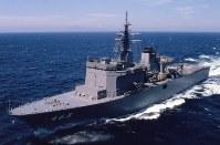 掃海母艦463「うらが」。同型艦は464「ぶんご」=海上自衛隊提供