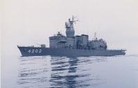 訓練支援艦4202「くろべ」=海上自衛隊提供