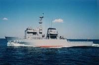 多用途支援艦4301「ひうち」。同型艦は4302「すおう」、4303「あまくさ」、4304「げんかい」、4305「えんしゅう」=海上自衛隊提供