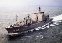 補給艦425「ましゅう」。同型艦は426「おうみ」=海上自衛隊提供