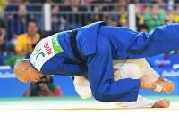 柔道(視覚障害)男子60キロ級決勝、ウズベキスタンのナモゾフ(下)に技ありを取られる広瀬=リオデジャネイロのカリオカアリーナで2016年9月8日、徳野仁子撮影