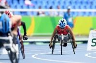 陸上(車いす)女子400㍍T52決勝、スタートする木山由加=リオデジャネイロの五輪スタジアムで2016年9月10日、徳野仁子撮影