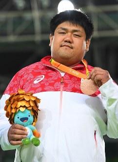 柔道(視覚障害)男子100キロ超級で、銅メダルを獲得した正木健人=リオデジャネイロのカリオカアリーナで2016年9月10日、徳野仁子撮影