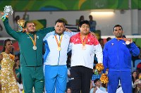 柔道(視覚障害)男子100キロ超級で、銅メダルを獲得した正木健人(右から2人目)=リオデジャネイロのカリオカアリーナで2016年9月10日、徳野仁子撮影