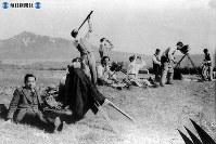 北海道上斜里で日食を観測する人々=1936年(昭和11年)6月撮影