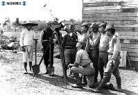 日中戦争の戦場、華中でも天体望遠鏡をすえて、皆既日食の観測を行った=1941(昭和16)年9月21日撮影