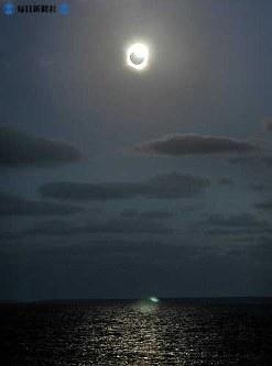 オーストラリアで見られた皆既日食=2002(平成14)年12月4日撮影
