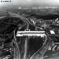 東名高速道路開通:第1期工事の3カ所部分開通=1968年(昭和43年)4月24日撮影