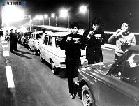 東名高速道路開通:全面開通を前に一番乗りした車の列=1968年(昭和43年)5月26日撮影