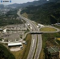 東名高速道路開通:東名高速道路の富士川サービスエリア=静岡県富士川町(後の富士市)で1970年(昭和45年)5月22日、本社ヘリから撮影