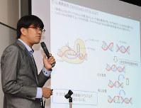 ブタのゲノム編集の手法を説明する徳島大先端酵素学研究所の竹本龍也助教=徳島市新蔵町2で、数野智史撮影