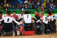 【リオデジャネイロ・パラリンピック】【日本-オーストラリア】準決勝でオーストラリアに敗れ、試合終了後に円陣を組む日本の選手たち=リオデジャネイロのカリオカアリーナで2016年9月17日、徳野仁子撮影