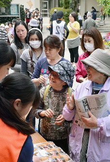 熊本地震の後、避難した小学校で生活する人たち=熊本市東区で、数野智史撮影