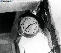 【広島】爆発時間を指して止まった柱時計=1945(昭和20)年
