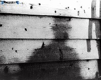 【広島】板塀に焼きついた人の「形」=1945(昭和20)年8月