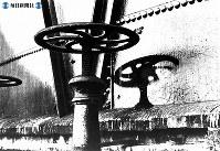 【広島】広島ガスのタンクに残った影=1945(昭和20)年