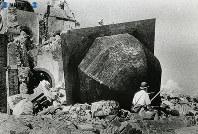 【長崎】浦上天主堂の鐘楼ドームが無残に吹き飛ばされている=1945(昭和20)年8月下旬~9月中旬