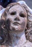 【長崎】「被爆のマリア」。神々しい顔に残る原爆の熱線の跡=2005(平成17)年7月