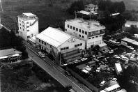 富士宮市のオウム真理教総本部=本社ヘリから1990年10月撮影