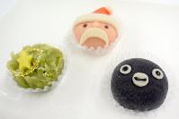 三原堂本店「Suicaのペンギン・Xmas 上生菓子 3個入り」(1200円)=村田由紀子撮影