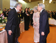 Tokyo Institute of Technology honorary professor Yoshinori Ohsumi, left, is seen talking with Emperor Akihito and Empress Michiko at a tea party held for the award ceremony of the International Prize for Biology at the Japan Academy in Tokyo's Taito Ward, on Dec. 7, 2015. (Pool photo)