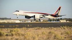 米西海岸ワシントン州のグラント郡国際空港に到着したMRJ=2016年9月28日、竹地広憲撮影