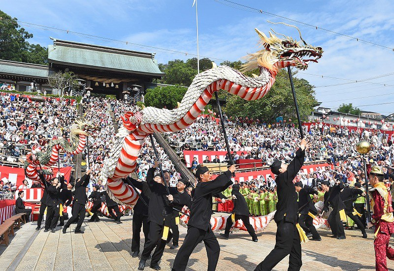 The Dragon Dance Is Performed At Suwa Shrine In Nagasaki On Oct 7 2016 Mainichi