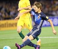 【オーストラリア―日本】前半、原口が先制ゴールを決める=オーストラリア・メルボルンで2016年10月11日、長谷川直亮撮影