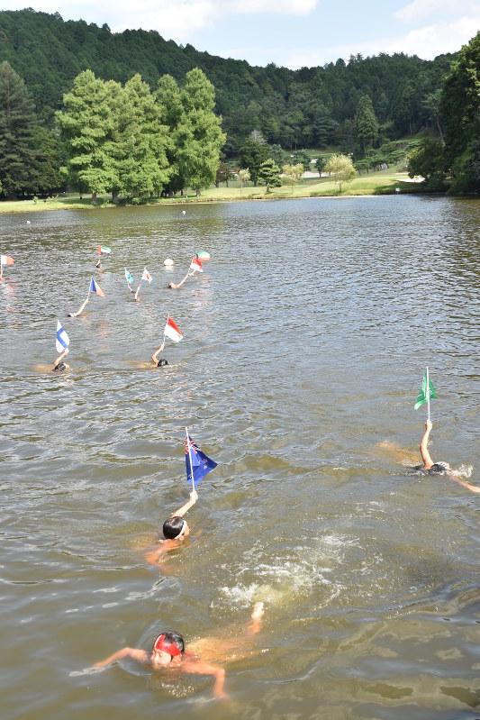 京は水もの:えにし訪ね、ぶらり探訪/24 上賀茂游泳術講習所 ゴルフ場の池で水練 /京都