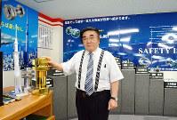 数々の発明をしてきた若林克彦社長=東大阪市川俣1のハードロック工業で、亀田早苗撮影