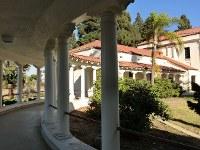 人気ドラマ「ビバリーヒルズ高校白書」の撮影に使われた高校の廊下=米ロサンゼルス郡トーランス高で、長野宏美撮影